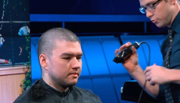 說到做到!Dyrus終於把頭剃光啦